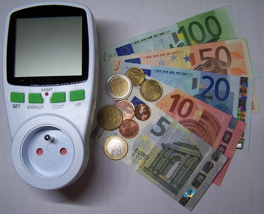 Servizi essenziali quanto costano: le tariffe aumentano e pesano nei bilanci delle famiglie